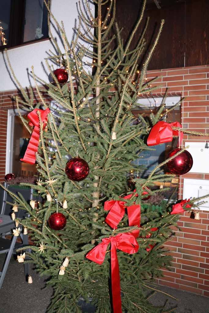 Der Letzte Weihnachtsbaum.Weihnachtsbaum Schmücken Am 01 12 2018 Dorfladen Hüinghausen